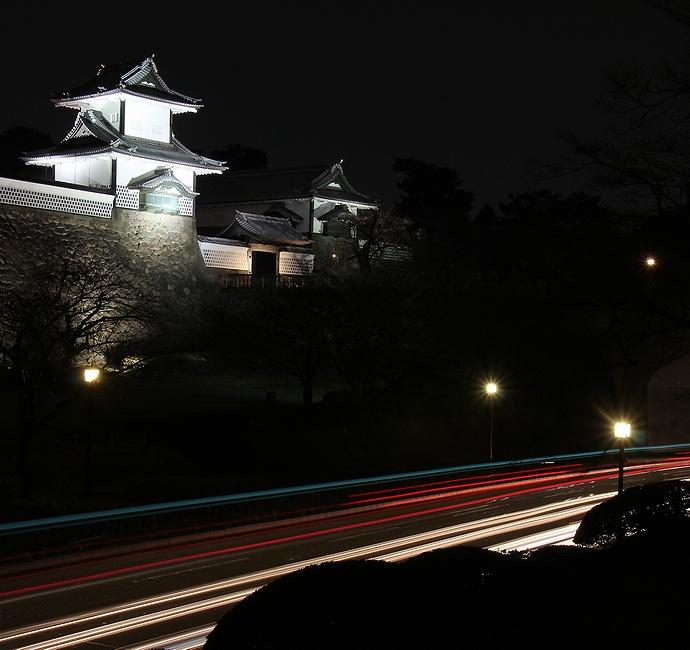 夜のお堀通り 金沢城石川門とともに