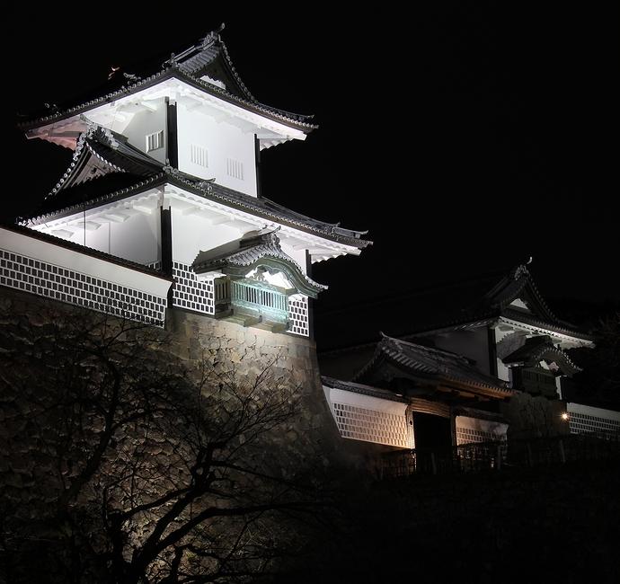 ライトアップされた金沢城石川門