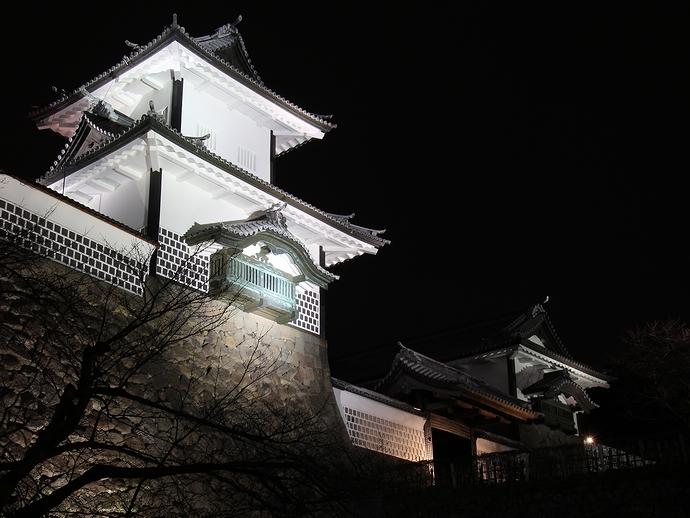 金沢城石川門の夜景(百間堀園地(沈床園)より)