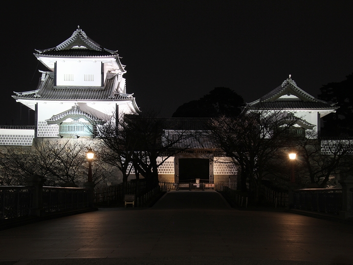 金沢城石川門の夜景(石川橋より)