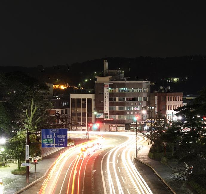 石川橋からの夜景 お堀通り兼六園下交差点