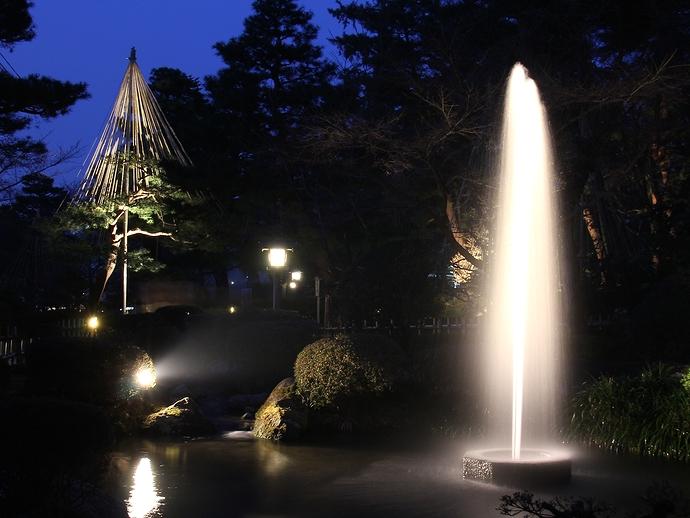 兼六園 日本最古の噴水のライトアップ