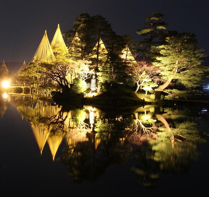 兼六園春のライトアップ特別開催 霞ヶ池と