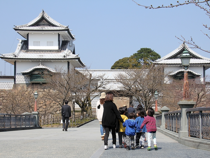 春の金沢城石川門