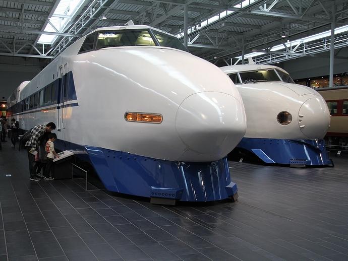 0系と100系新幹線車両(リニア・鉄道館にて)