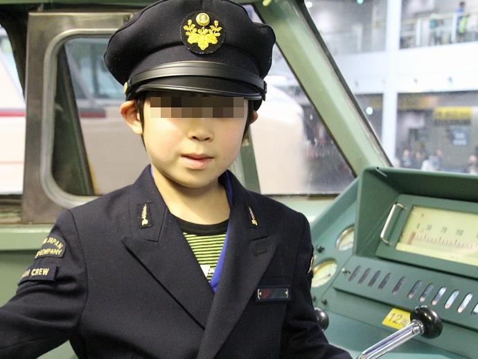 0系新幹線電車の運転台で記念撮影