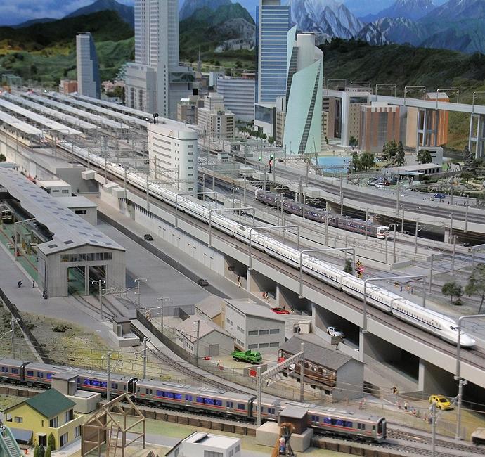 名古屋駅を出発する新幹線(リニア・鉄道館のジオラマ)