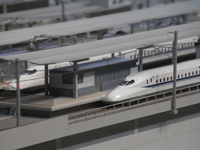 リニア・鉄道館のジオラマ 名古屋駅に停車中のN700系