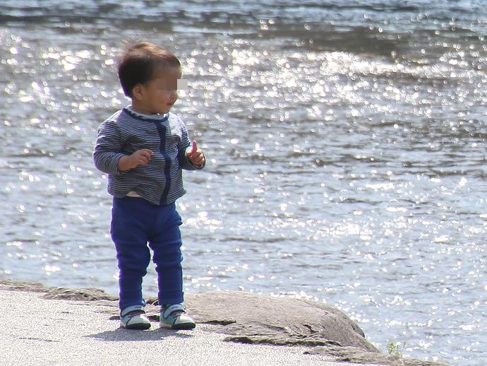浅野川の輝きと子供の笑顔