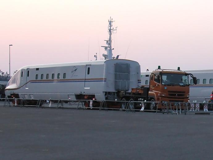 トレーラーに積載されたW7系(金沢港にて)