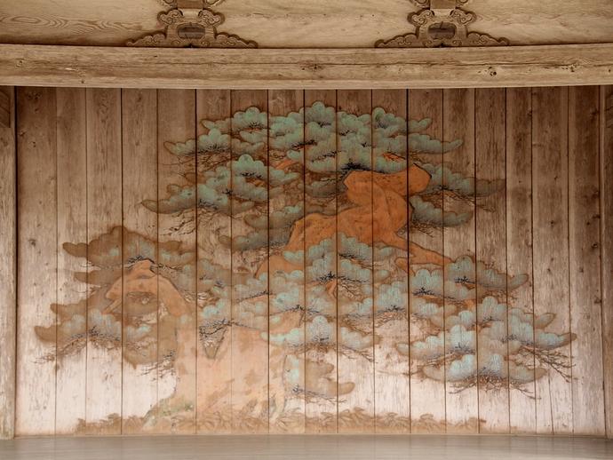 中尊寺白山神社能楽殿能舞台に描かれた老松の絵