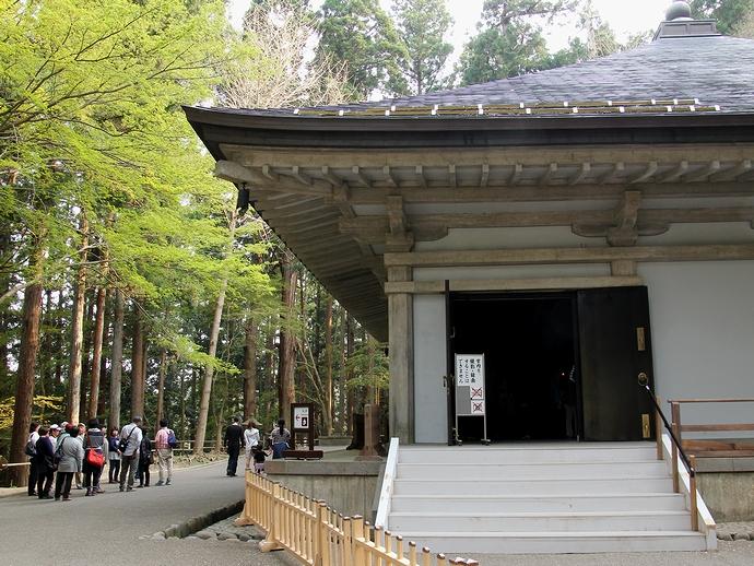 中尊寺金色堂 中は撮影禁止です