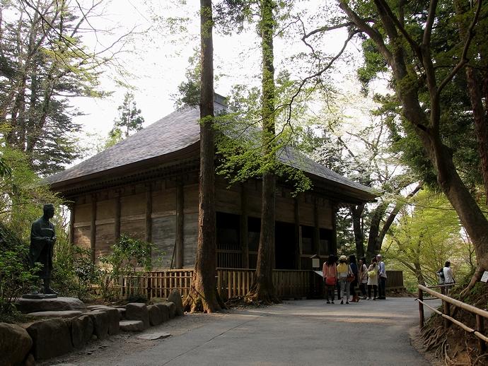 中尊寺の「旧金色堂覆堂」(重文)