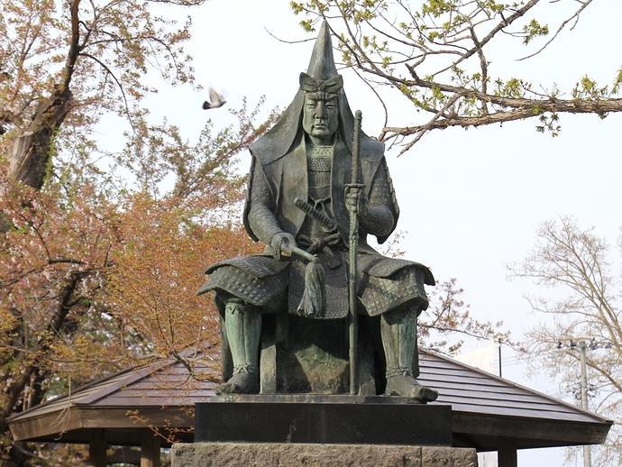 米沢・上杉神社の「上杉謙信公像」