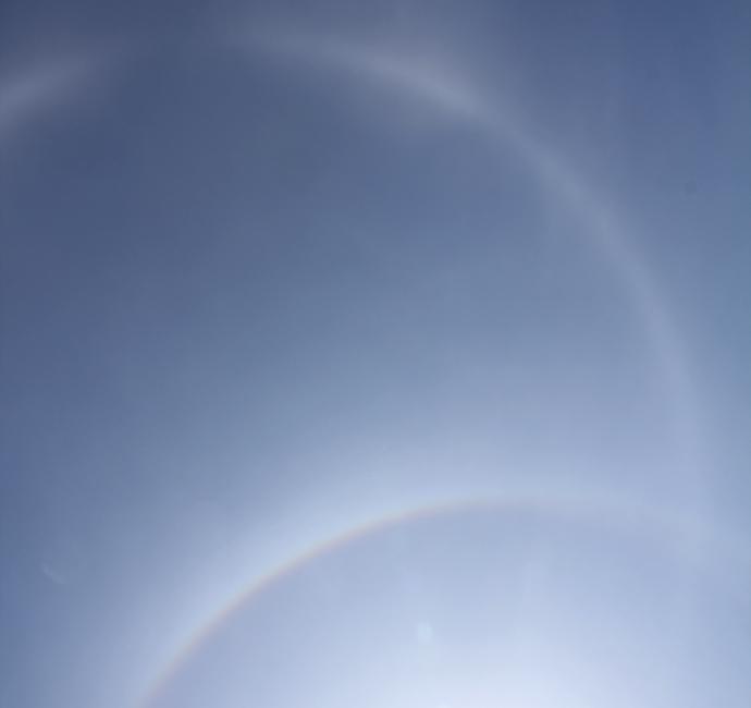 幻日環とハロが重なり合う(石川県金沢市にて)