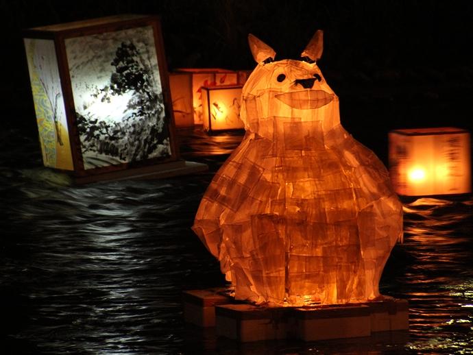 変わった形の灯篭(加賀友禅灯篭流し)