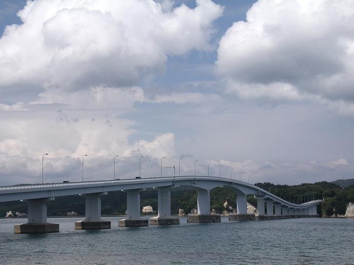 ロードパークの展望台から眺めた能登島大橋