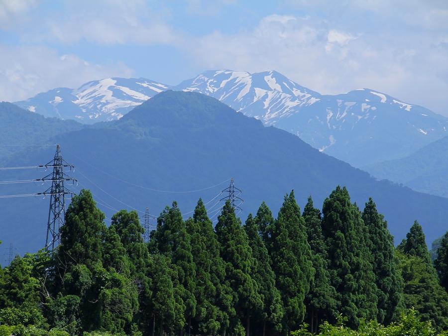 白山市鳥越地区から見た夏の白山