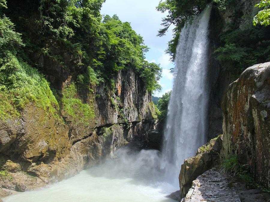 手取峡谷のシャッタースポット「綿ヶ滝」