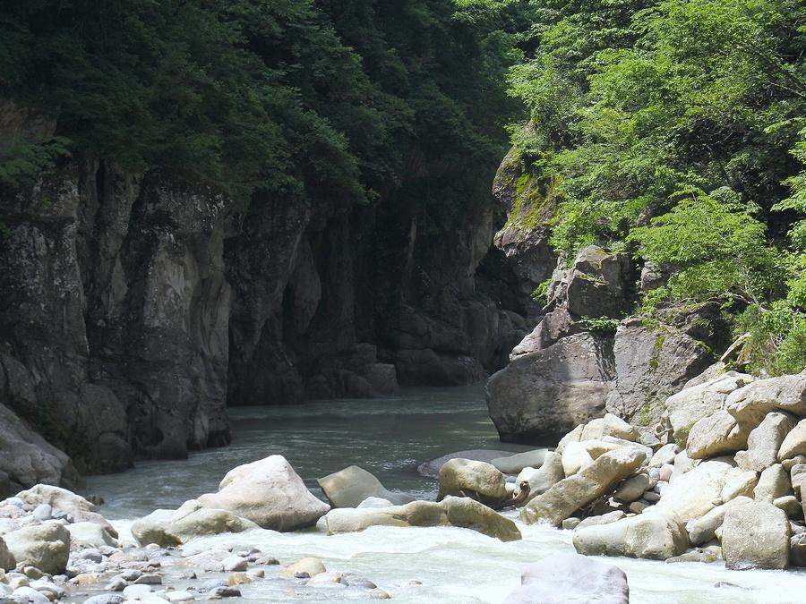 手取峡谷の様子(綿ヶ滝付近より)