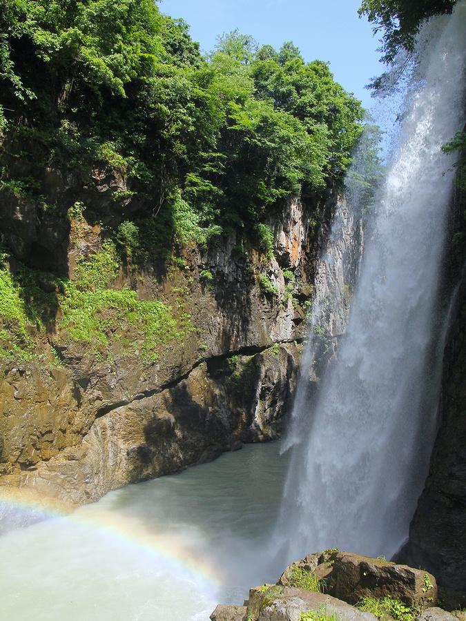 手取峡谷綿ヶ滝に現れた虹
