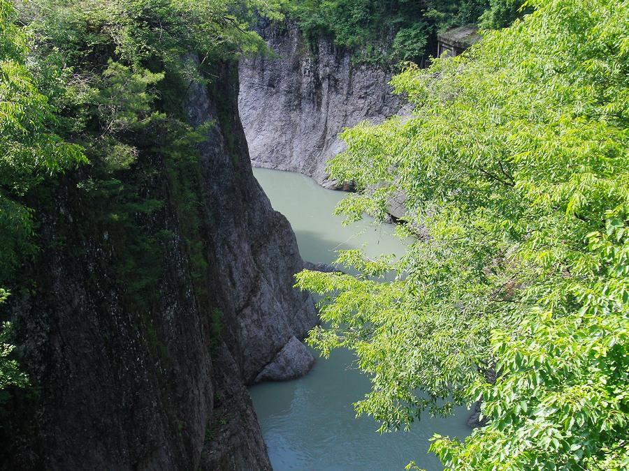 黄門橋より眺めた手取峡谷(下流方面)