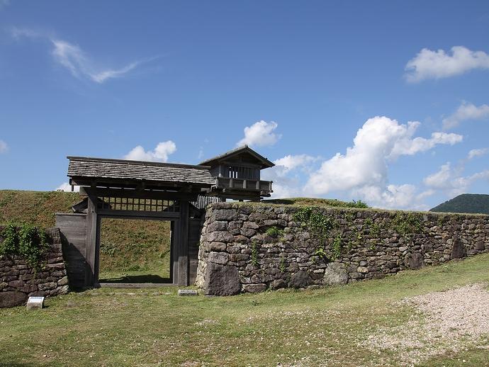 鳥越城の石垣・土塁・門・櫓