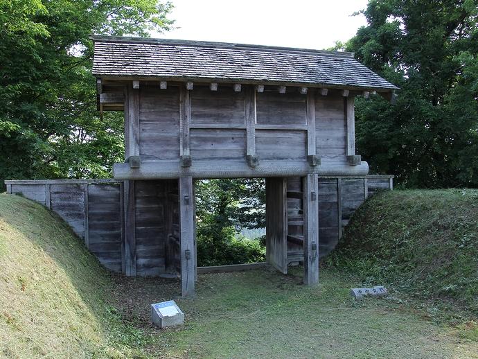 鳥越城「中の丸門」