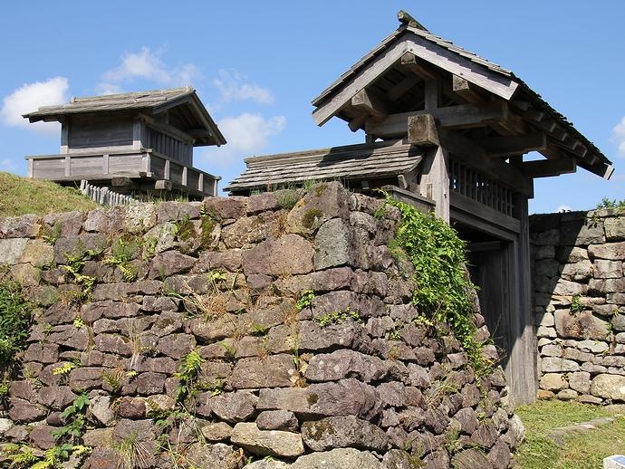 鳥越城「枡形門」と「本丸門」