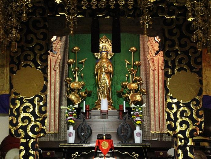 大乗寺の法堂にあるお仏壇
