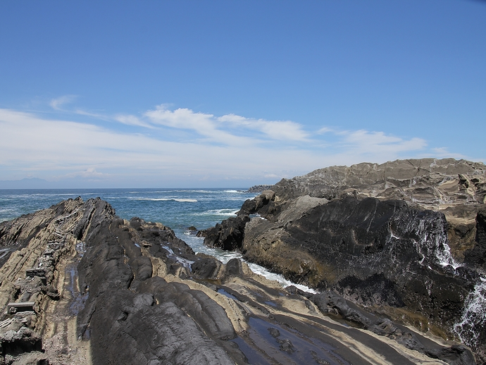 城ヶ島の東海岸の岩場