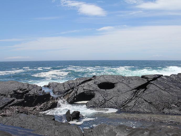城ヶ島の海岸で見つけた甌穴(ポットホール)