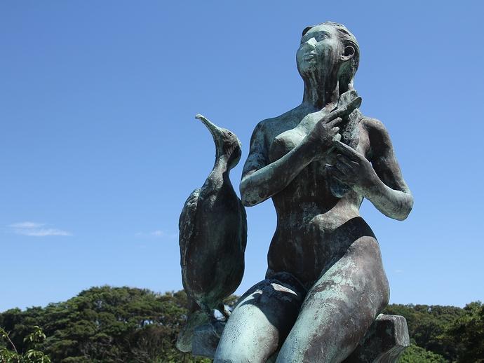 少女とウミウの像(三浦半島城ヶ島にて)