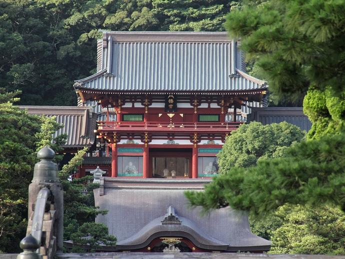 三の鳥居から見た鶴岡八幡宮