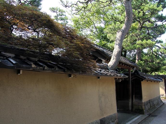 金沢の観光地、長町武家屋敷の風景