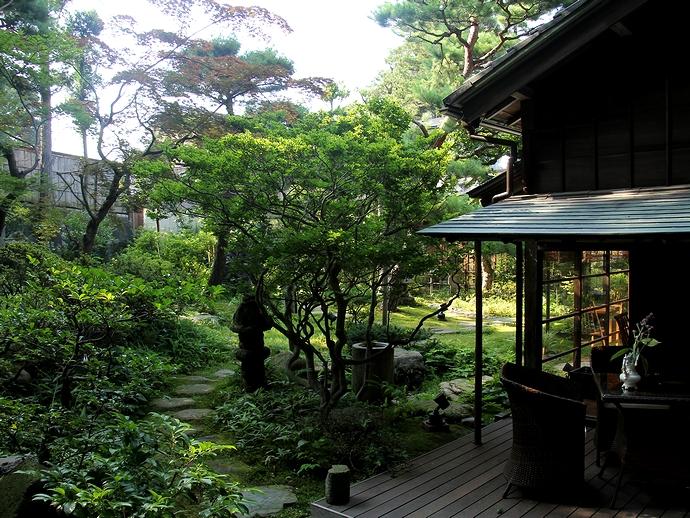 緑がいっぱい!金沢市西田家庭園玉泉園にて