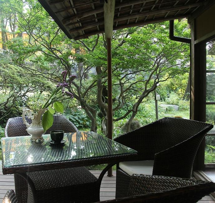日本庭園を眺めながらお茶できます 金沢市玉泉園