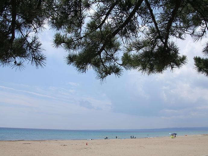 夏の能登半島鉢ヶ崎海水浴場(珠洲市)