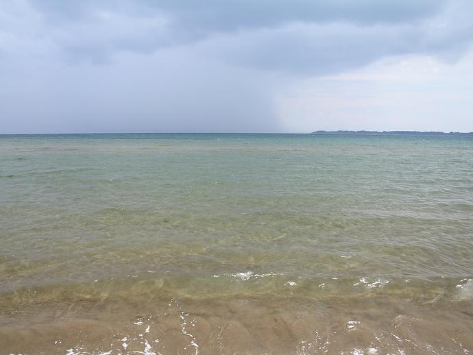 見附島に着いたとたん曇ってくる