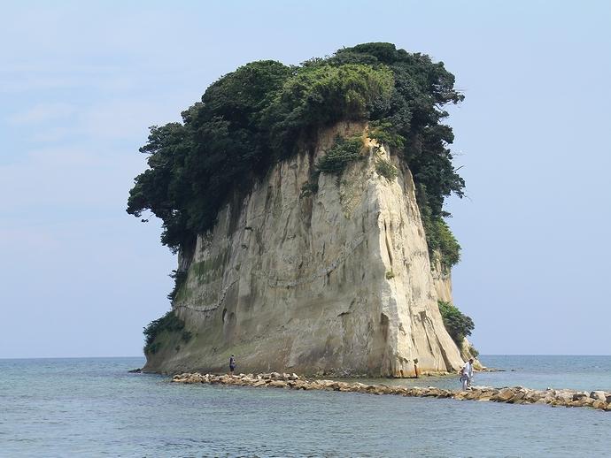 能登半島の有名なシャッタースポット 見附島(軍艦島)