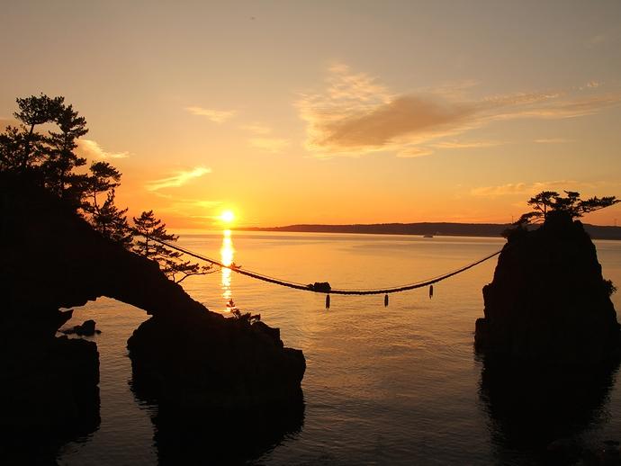 能登半島の夕日の名所 機具岩の夕景