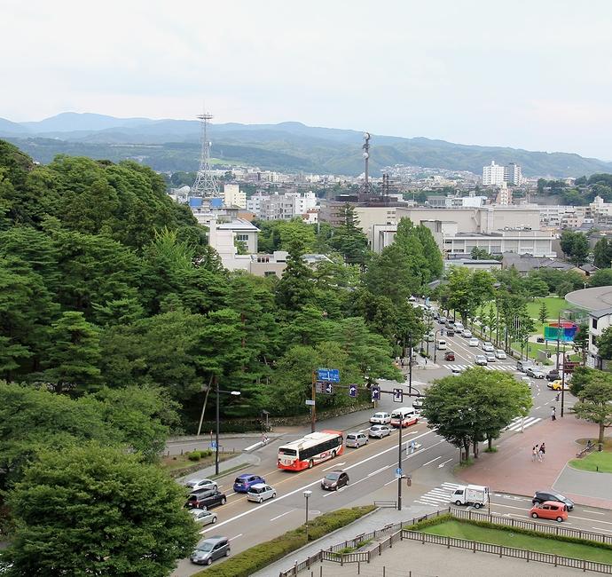 金沢城本丸から眺めた金沢市街(広坂方面)