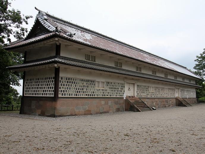 重要文化財「三十間長屋」(金沢城公園)