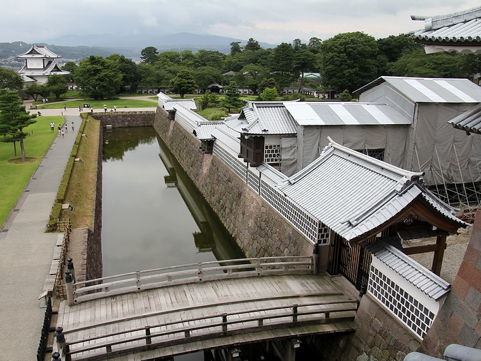 橋爪門続櫓から見下ろした金沢城三の丸広場