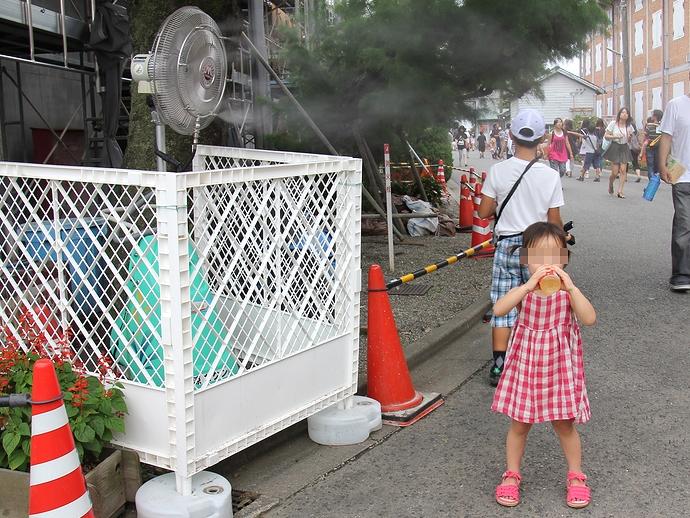 真夏の富岡製糸場 冷風扇の前でいっぷく