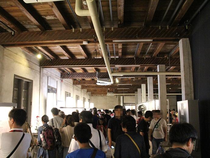富岡製糸場東繭倉庫の内部 混雑してました