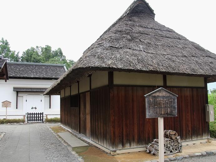 木小屋と土蔵(足利学校)
