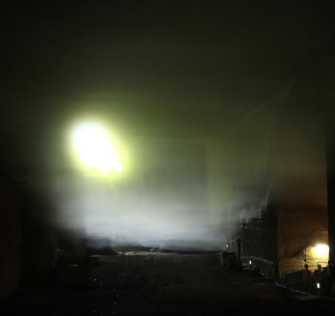 霧が立ち込める幻想的な大谷石地下採掘場跡