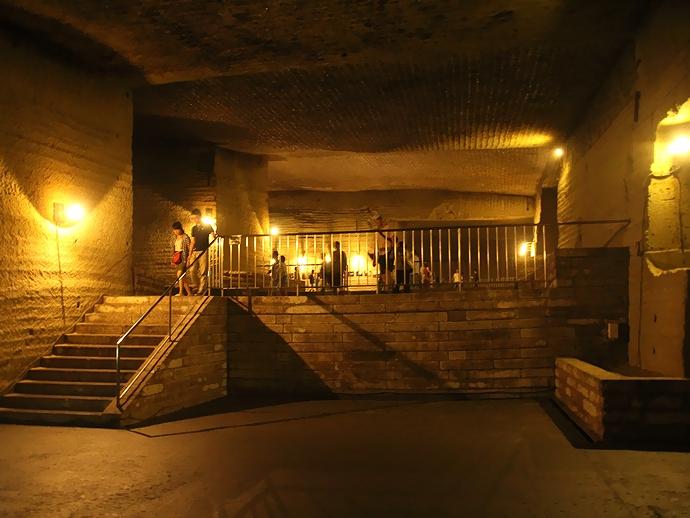 古代遺跡のような大谷石地下採掘場跡(宇都宮市)