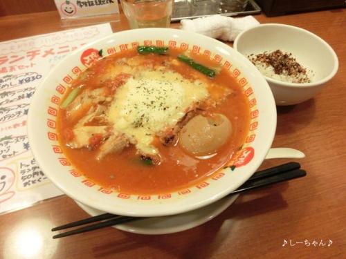 太陽のトマト麺_04